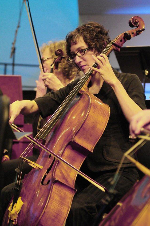 Zoe, cello