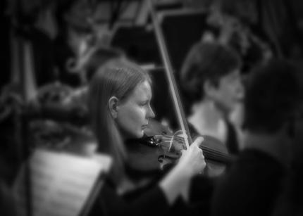 Anne, violin